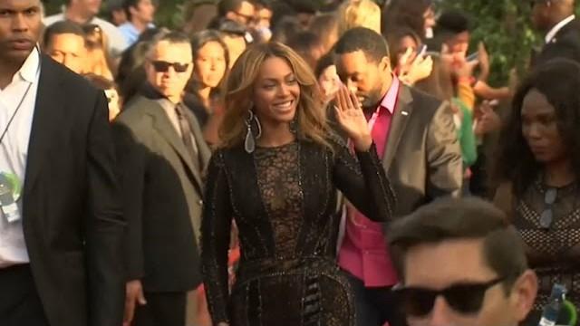 Beyonce, Katy Perry, Jennifer Lopez Walk the MTV VMA Red Carpet