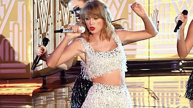 "Taylor Swift's Hilarious Interlude During ""Shake It Off"" VMA 2014 Performance!"